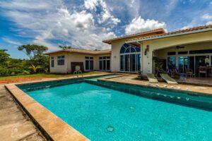 vakantie huis met zwembad